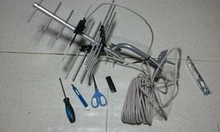 なんなくアンテナ完成♪使った道具は、カッター、ハサミ、ライターくらい♪w