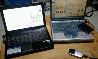 環境移行作業中。PC2台並んでる風景に違和感。。ww