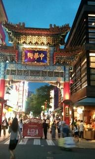 3次会終って再び通りかかった中華街の門♪昼間より綺麗♪