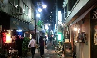 葛飾区京成金町駅を降りたらすぐ、伍味酉さんが見えてきました♪