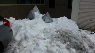 先日の大雪で埋もれてしまった愛車の救出作業開始。。。