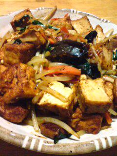 気合豆腐絹生揚げとホルモンの野菜炒め♪